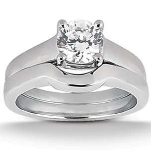 Contemporary Plain 4 Prongs Round Brilliant Cut Diamond 18K Gold Engagement  Ring Set